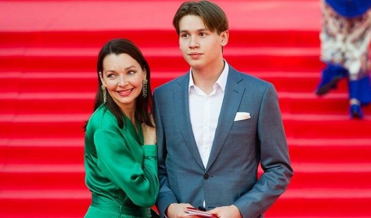 наталья антонова с сыном
